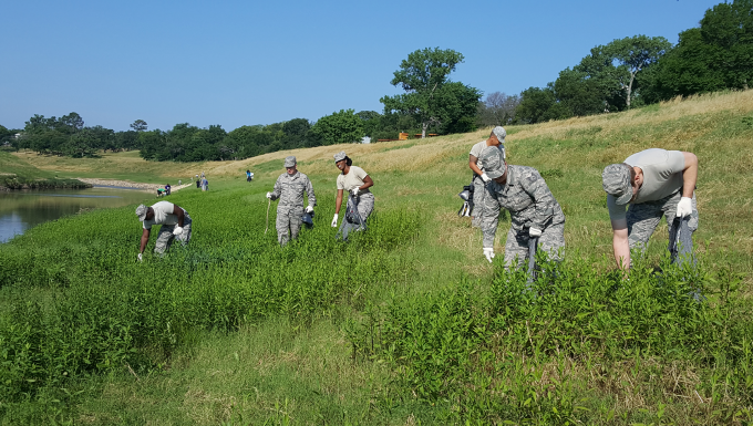 Guardsmen clean up Trinity River